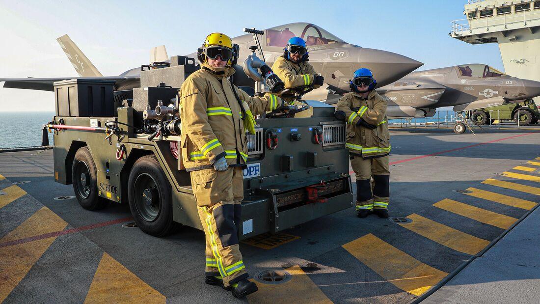 """HMS """"Queen Elizabeth"""" auf Übungsfahrt mit F-35B des US Marine Corps und der RAF."""