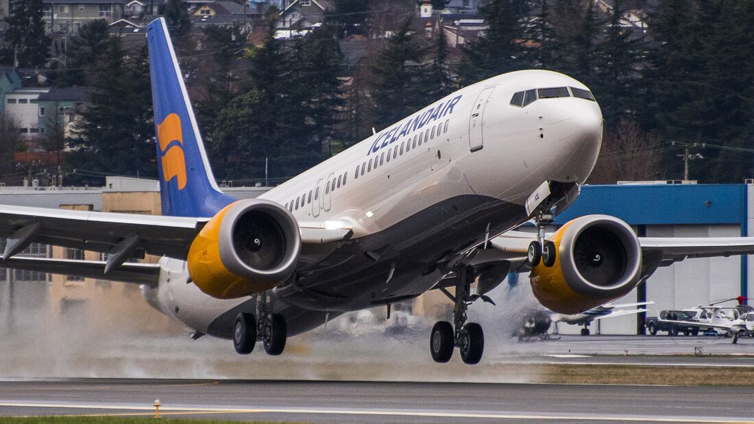 IcelandAir_Exteriors_and_Takeoff_BFI_Seattle