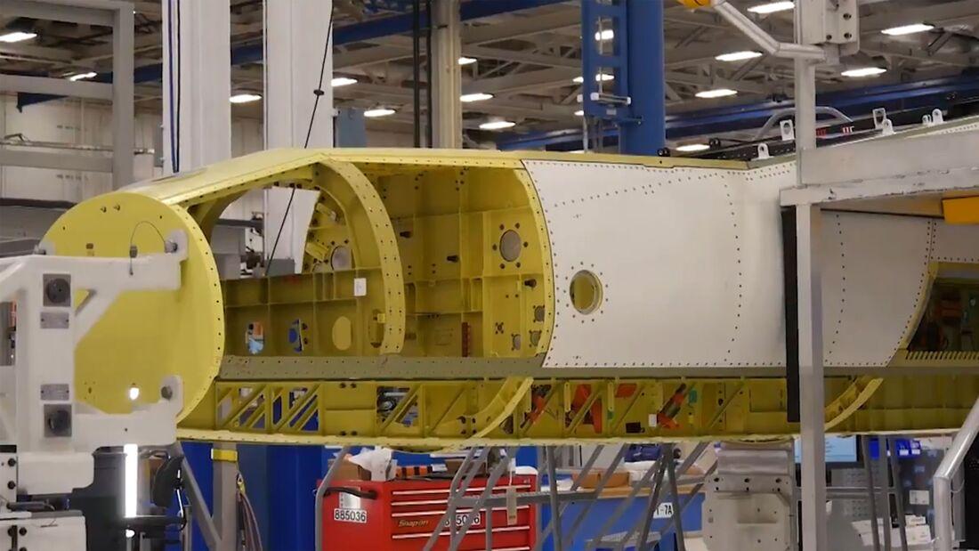 Im Februar 2021 begann Boeing in St. Louis mit der Montage der ersten T-7A Red Hawk für die US Air Force.