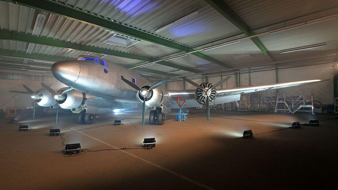 In Bremen ist der Wiederaufbau einer Fw 200 Condor nach über 20 Jahren erfolgreich abgeschlossen worden.