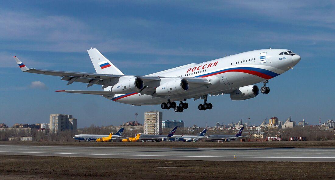 In Woronesch ist eine weitere Iljuschin Il-96-300 für Rossija geflogen.