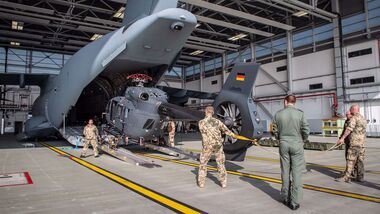 In Wunstorf wurden zwei H145M in eine A400M verladen. Sie werden nach Kabul gebracht.