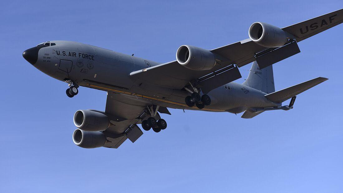 KC-135 Stratotanker practices landings