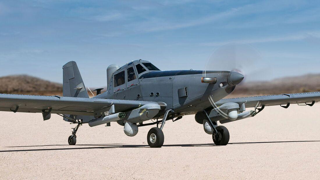 L3Harris und Air Tractor bieten die AT-802U Sky Warden als günstiges Flugzeug für Überwachung und leichte Kampfeinsätze an.