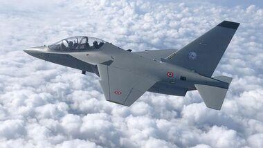 Leonardo M-346 (bei der italienischen Luftwaffe als T-346A bezeichnet).