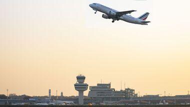 Letzter Start eines Verkehrsflugzeugs in Tegel am 8. November 2020 - Air France A320 nach Paris.