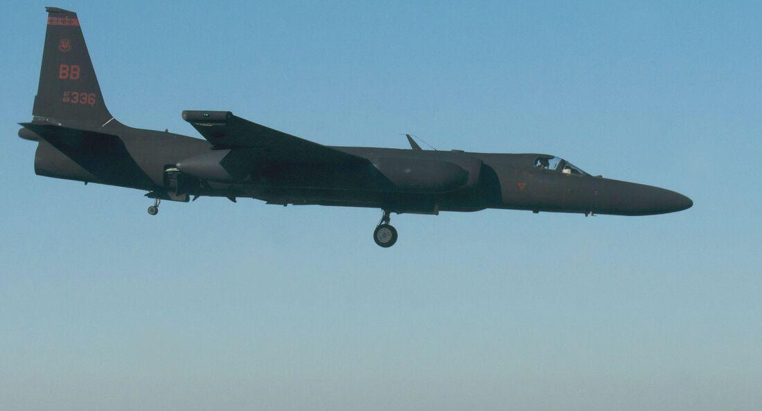 """Lockheed Martin U-2S """"Dragon Lady"""" bei der Landung in Beale AFB."""