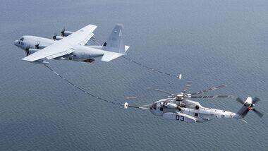 Luftbetankungsversuch der CH-53K King Stallion hinter einer KC-130J.
