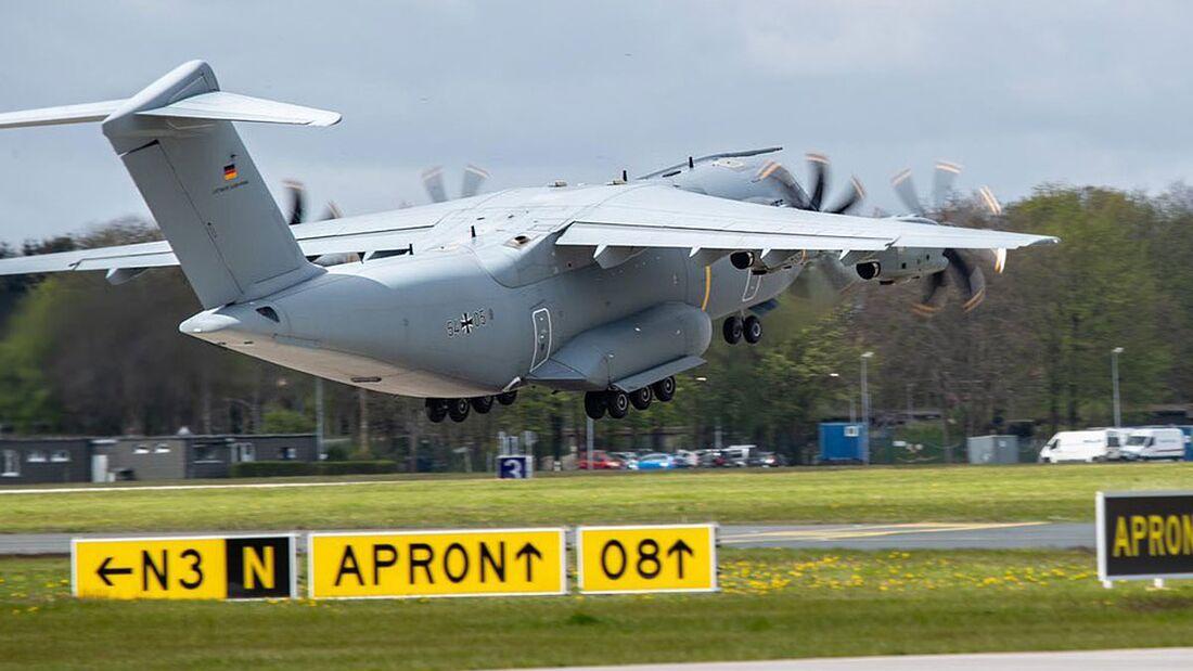 Mit zwei Airbus A400M liefert die Luftwaffe eine Sauerstofferzeugungsanlage von Wunstorf nach Neu-Delhi.