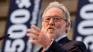 Nach über 15 Jahren hat Oscar J. Schwenk seine Arbeit als Verwaltungsratspräsident von Pilatus seinem Nachfolger Hansueli Loosli übergeben.