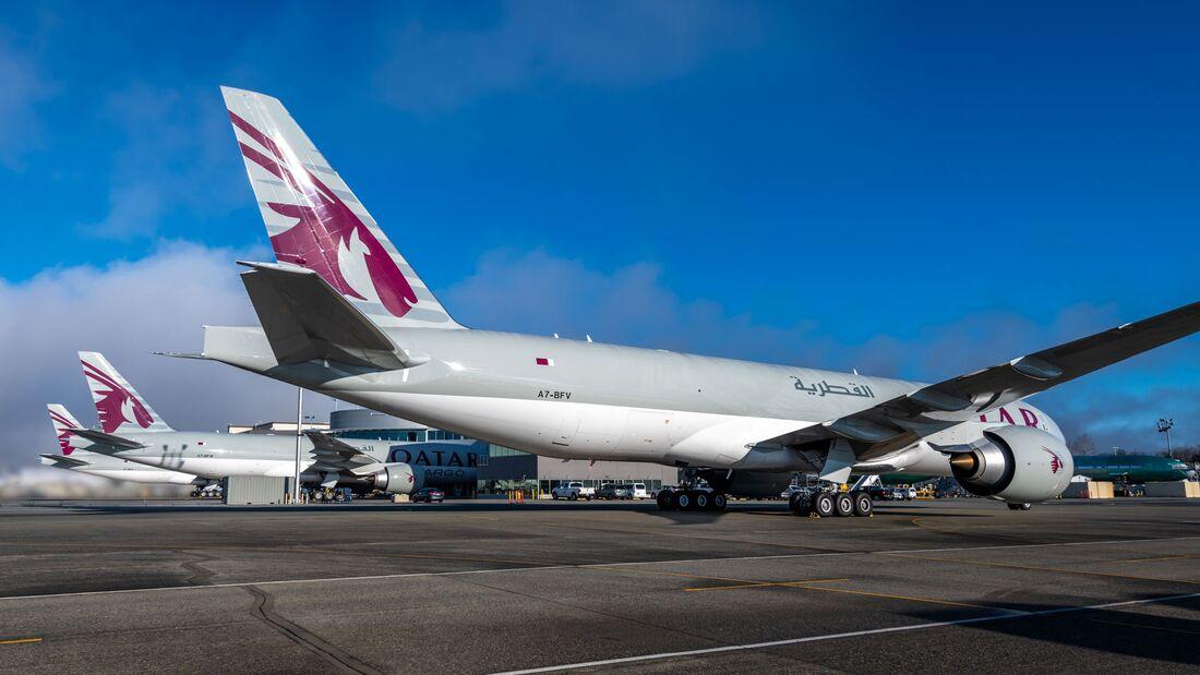 Qatar Airways Cargo übernahm am 28. Dezember 2020 in Everett gleich drei neue 777F-Frachter von Boeing.