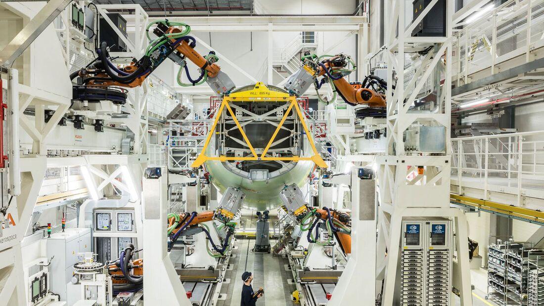Roboter beschleunigen in Hamburg die Rumpfmontage bei der A320-Familie und sollen Kosten senken.
