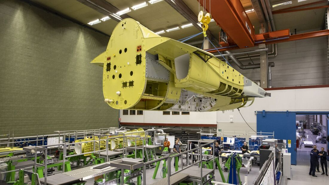 Saab hat die Hecksektion für die erste T-7A von Linköping zu Boeing in St. Louis ausgeliefert.