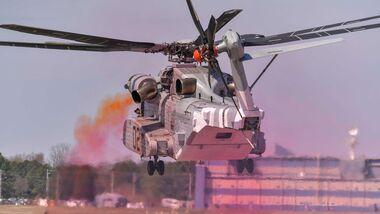 Sikorsky CH-53K testet neue Abgasdüsen.