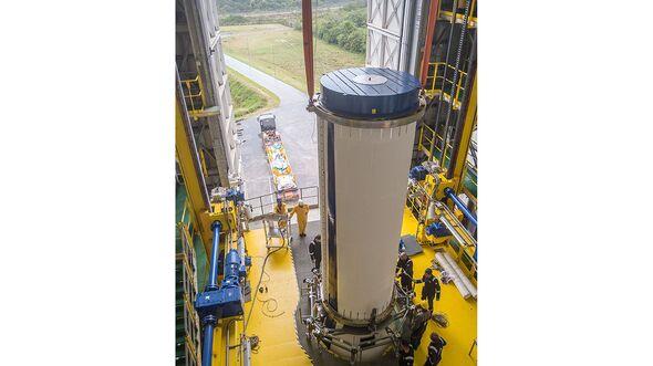 So sieht die zweite Stufe der Rakete aus. Das Bild zeigt die Integration der Stufe.