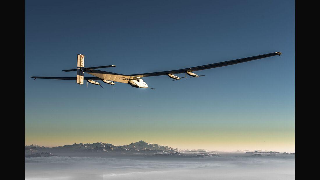 Solar Impulse 2 im Flug.