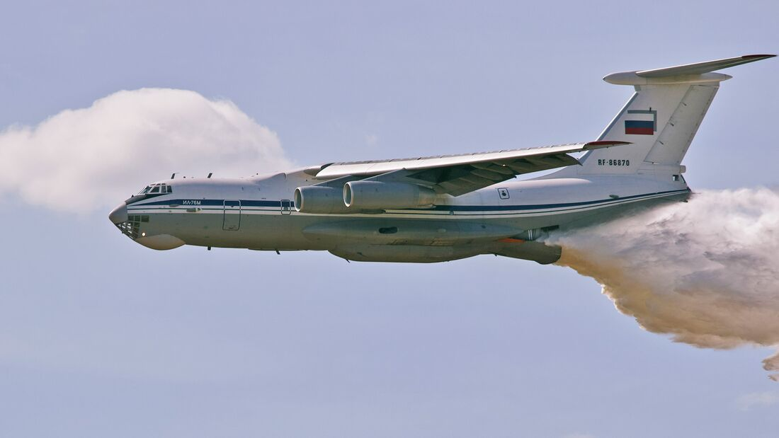 The Il-76 plane dumps water onto a tank range so that there