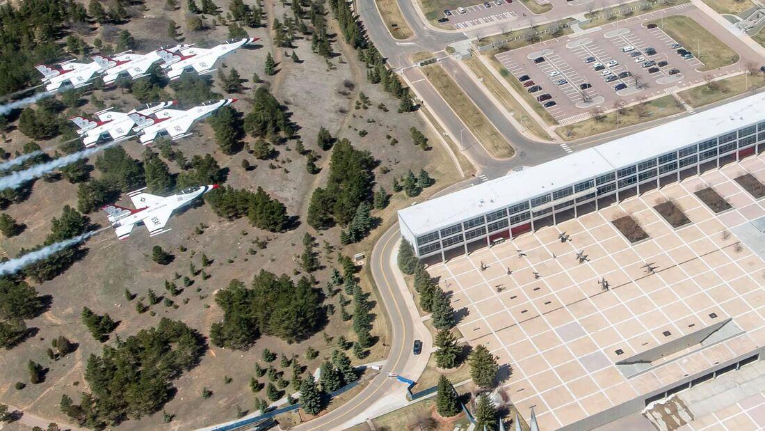 Thunderbirds über der USAF Academy im April 2020.