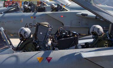 Tornado-Crews der Luftwaffe vor dem Start.