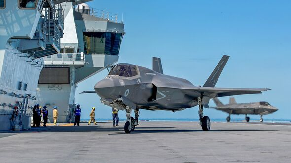 UK' OPERATIONAL F-35 JETS MARK FIRST LANDING ON HMS QUEEN ELIZABETH