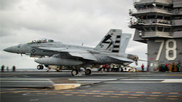 """USS """"Gerald R. Ford"""" Flugzeugstart- und Landeversuche im Januar 2020."""