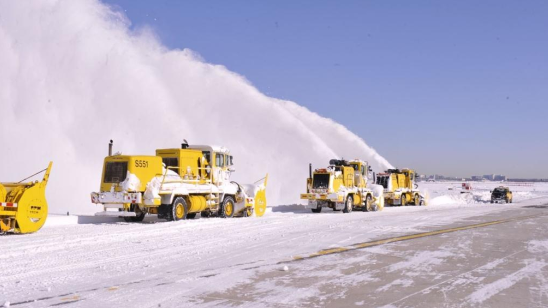 Winterräumdienst auf dem Flughafen Chicago O'Hare
