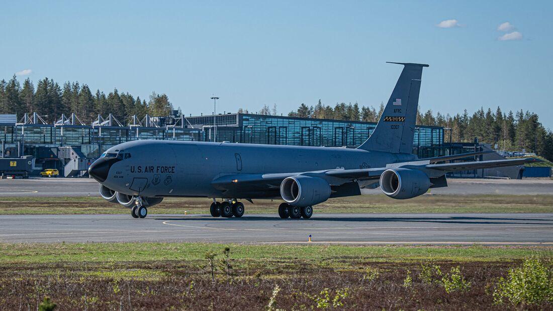Zehn Eurofighter der Luftwaffe sind bei Arctic Challenge 21 dabei. Für Tankerunterstützung in Rovaniemi sorgt die US Air Force mit einer KC-135R.