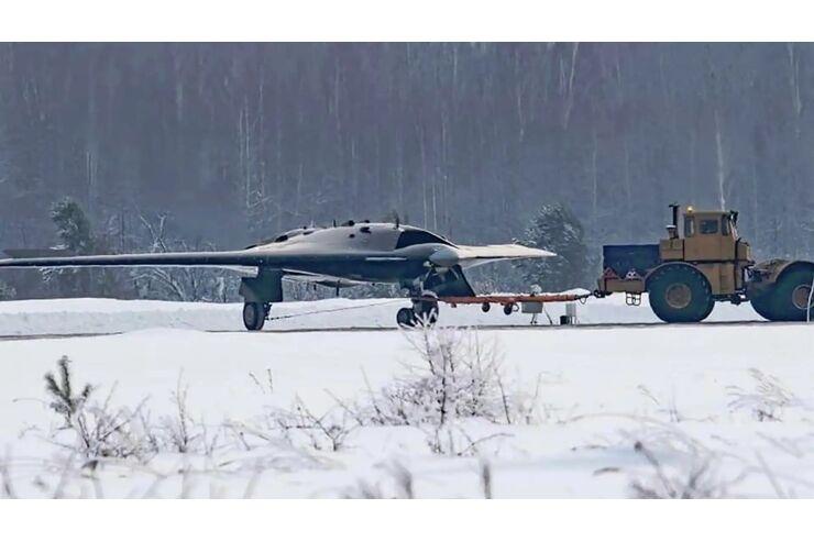 Russische Stealth-Drohne: Ochotnik erhält Verstärkung - und flache Düse